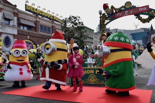 ミニオンが飾りつけたイエロー・クリスマスが開催中