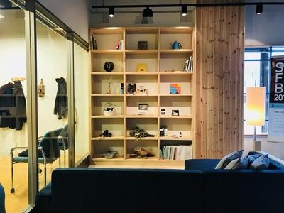 なるべく自然のものを置くように心掛けてるという同店。温かみのある落ち着く空間