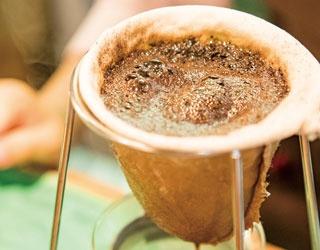 【福岡のカフェ】コーヒーの伝道師が作る純なる一杯「三和珈琲館」