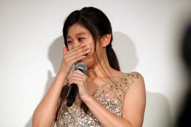 『人魚の眠る家』の舞台挨拶で大粒の涙を流した篠原涼子
