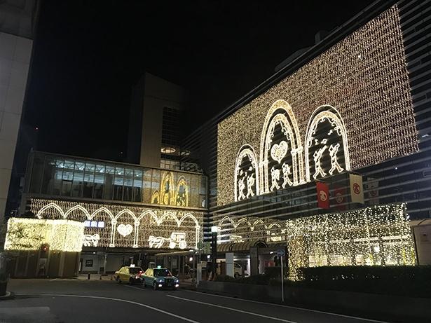 【写真を見る】ハートや横浜らしさを出したイルミネーションが印象的な横浜駅西口周辺