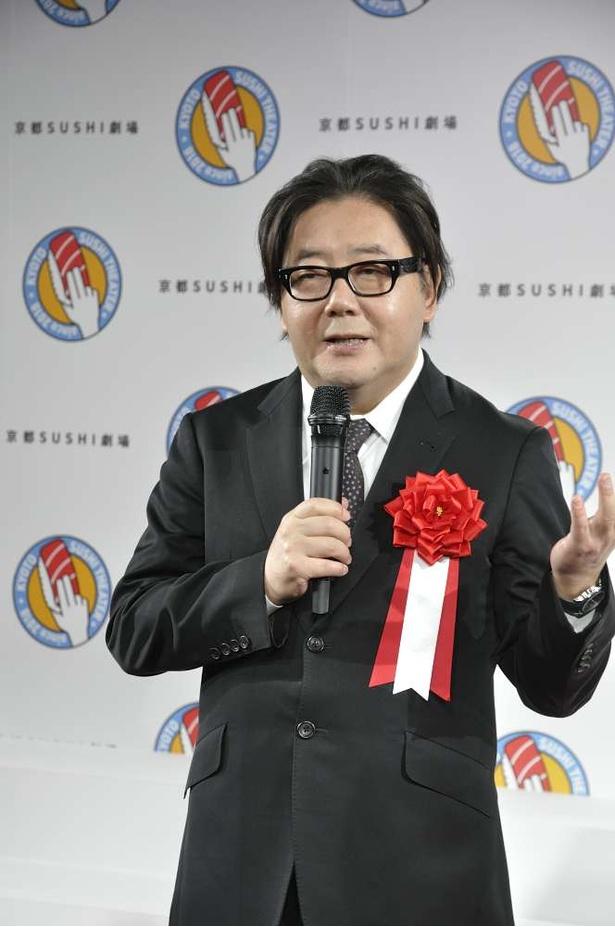 「ゆくゆくは世界へ。日本文化のキャラバンになれれば」と目標を語る秋元康