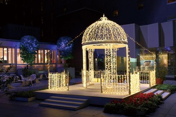 東広場はエレガントな光に彩られる/京都駅ビル クリスマス イルミネーション2018