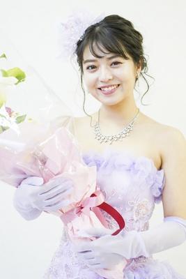 ドレスアップした楠田瑠美さん