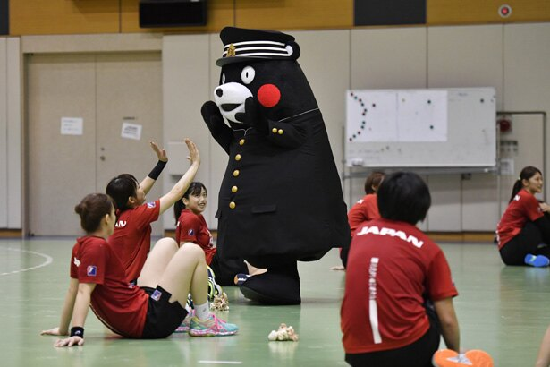 """""""おりひめJAPAN""""の練習公開を訪れたくまモン"""