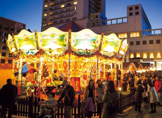 【写真を見る】毎年大人気のアンティークのメリーゴーランドが今年も登場/新梅田シティ・ワンダースクエア