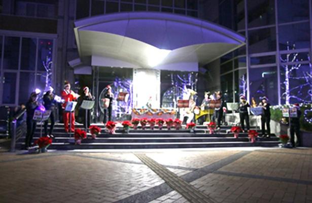 点灯式は徳島キャンパスの5号館前で行われる