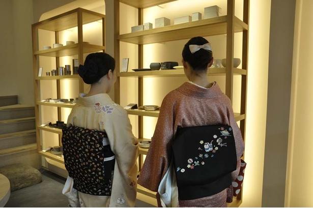 日本各地、世界各国の工芸品が並ぶ。その美しさを再認識させてくれる店だ