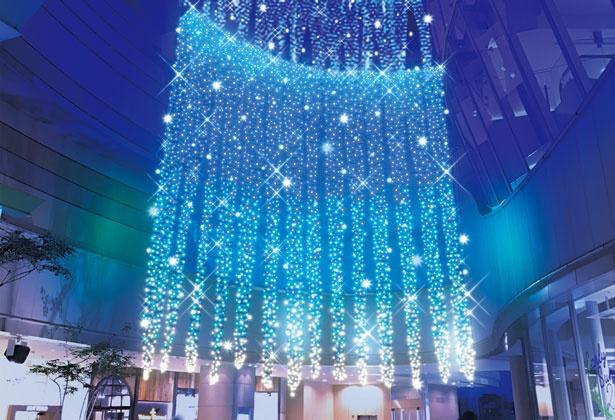 9階から2階までつらなる光は圧巻の美しさ/まいどおおきに!大阪ミナミ光マッセ!光の滝