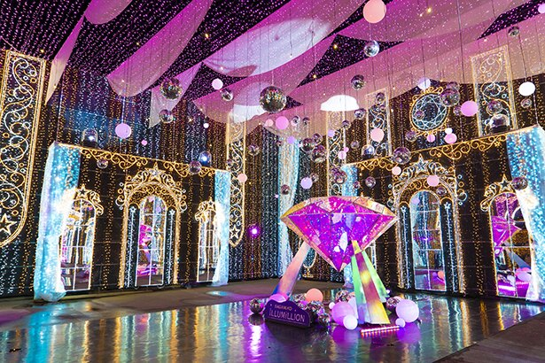 約50万球を使ったゴージャスな「光の宝石箱」