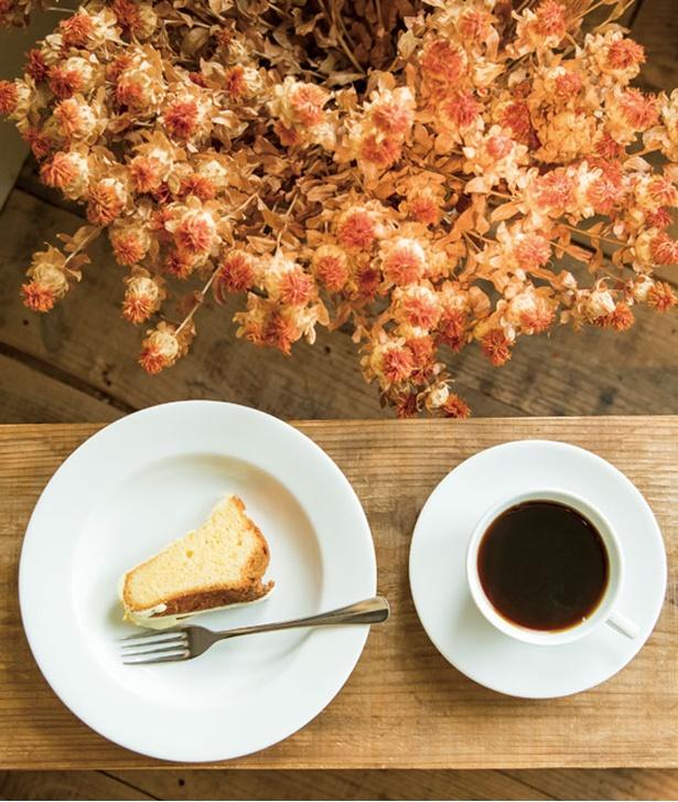 papparayray / レモンケーキ(600円)とグァテマラ(550円)。コーヒーは焙煎や抽出を変えることで以前よりコクが増しすっきりしたあと口に