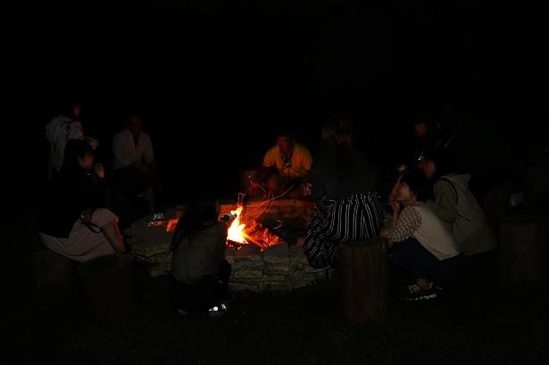 自然の中で火を囲み、語らう非日常体験も、子供の頃に野外学習で経験したことがあるのではないだろうか