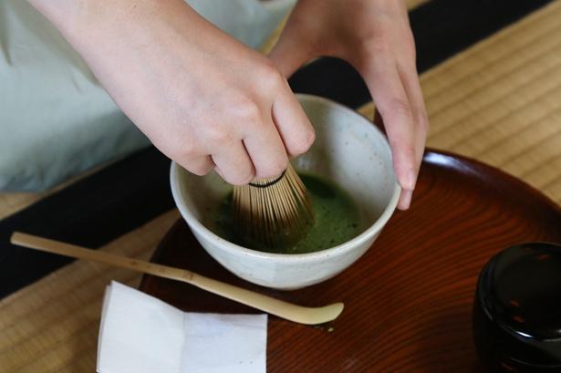 趣のある和室で立てるお抹茶は格別。これまでの体験を思い出しながら改めて島根の魅力を振り返ろう