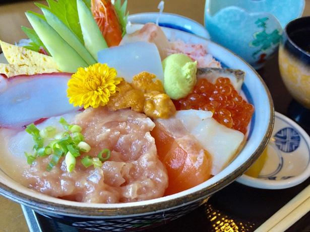 山陰・日本海の新鮮な海の恵みを堪能できるご当地名物丼は必食の1品だ