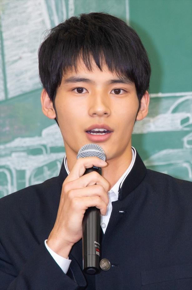 岡田健史の\u201c美しい手がファン魅了!強引な\u201c幼い手\u201dから優しい\u201c大人の手\u201dへ<中学聖日記>