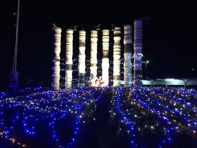 信楽駅の駅舎をはじめ、駅周辺が電飾で彩られる