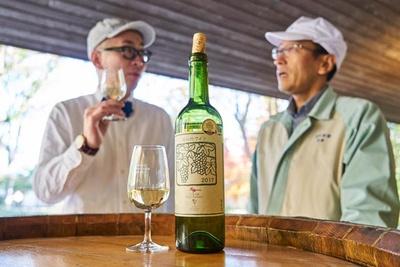 【写真を見る】『安心院ワイン シャルドネ イモリ谷2017』。当然だがイモリ谷のブドウを使用