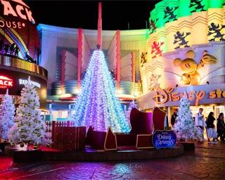 雪が舞い降る中ツリーが点灯!イクスピアリのクリスマスツリーが今年も登場
