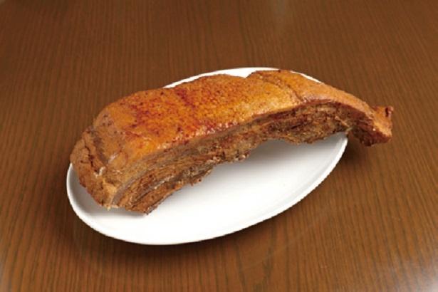 ピックファーム室岡が手塩にかけた米沢産のブランド豚「米澤豚一番育ち」をチャーシューに使用。じっくり煮込み、寝かせて2日かけて仕込むバラ肉チャーシューだ