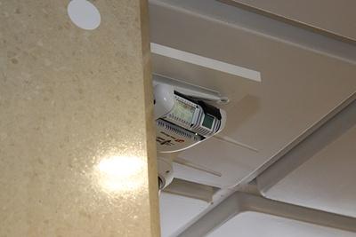 ペルセウスボットは駅構内に設置された定点設置カメラともリンクして行動する