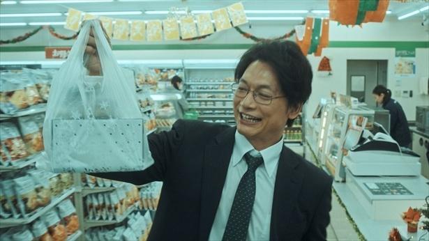 家族のためにクリスマスケーキを買って帰る慎吾パパ