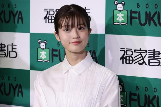 今田美桜が「SUITS/スーツ」公式SNSに登場!