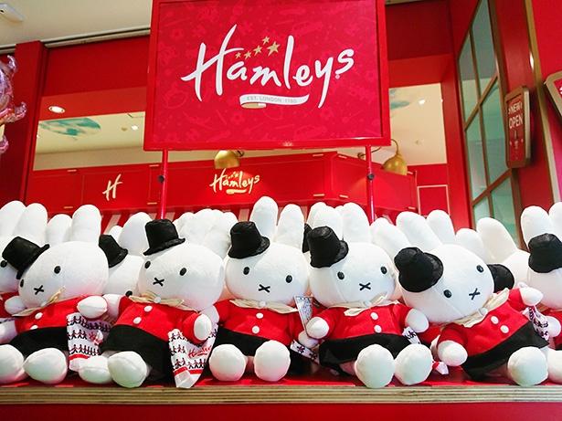 「ハムリーズ限定ミッフィーぬいぐるみ ハムリーズへお買いもの」(4,104円)。ハムリーズのショッピングバッグを持っていてかわいい~