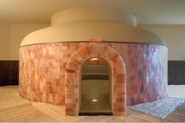 天然温泉 コロナの湯 小倉店 / マイナスイオン放出の岩塩ドーム