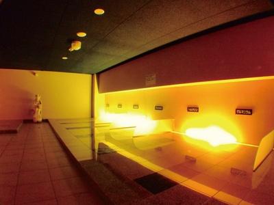 天然温泉美人の湯 華の湯ヒブラン / 岩盤浴はブラックシリカ、トルマリン、阿蘇溶岩など8種を使用