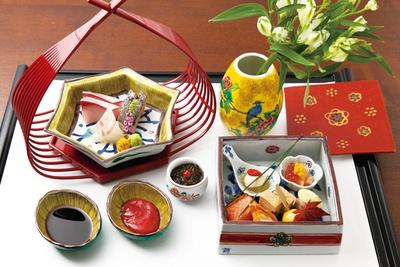 「美しい器に盛られた食事は、目で見て楽しむこともできます」(嶋村)/星野リゾート 界 加賀