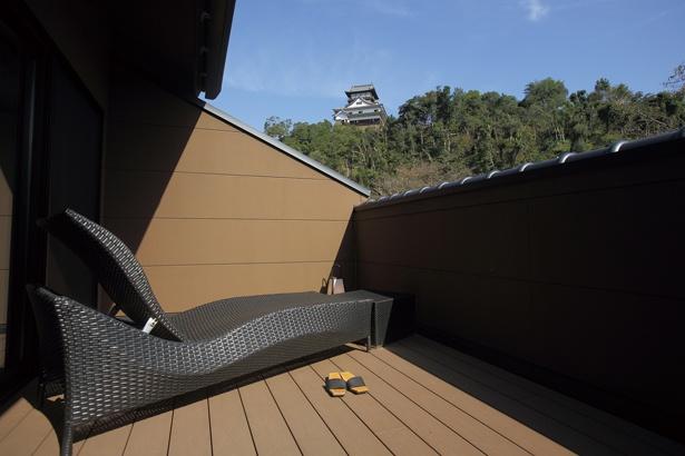 「客室の階段から、専用の展望テラスに上ることができます」(嶋村)/灯屋 迎帆楼