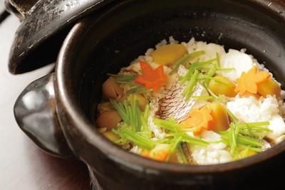 「土鍋ご飯は、栗など季節の食材と共に。絶品です!」(嶋村)/寛ぎの諏訪の湯宿 萃sui-諏訪湖