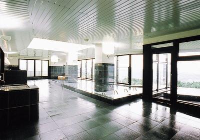 湧水 千石の郷 華やぎの湯 / 1、2月は情緒あふれる雪見風呂を楽しめることもある