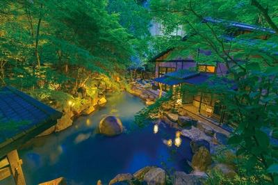 旅館 黒川荘 / 乳白色に輝く岩露天風呂。男女日替りとなっている