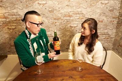 【写真を見る】熊本ワインの『肥後赤椿マスカット・ベーリーA』。「僕が日本ワインに目覚めるきっかけになった最初のワイナリーです」