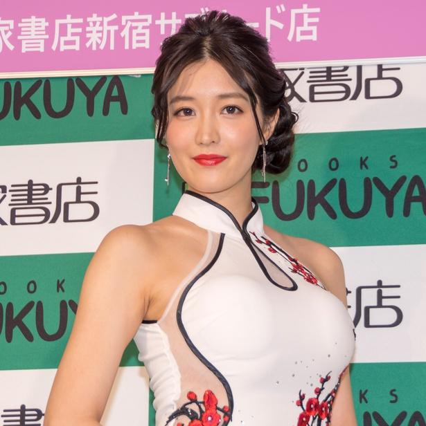 写真集発売イベントに登壇した葉加瀬マイ