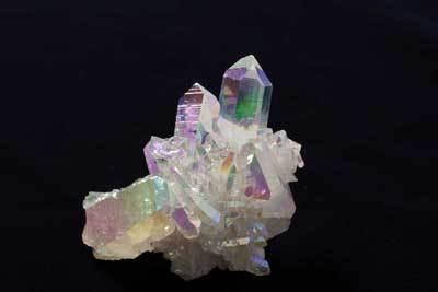 金属を人工的に蒸着してあるアメリカ産「オーロラ水晶」