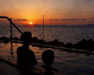 波の湯 茜 / 橘湾に沈む夕日を眺めながら露天風呂が楽しめる