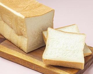 ハチミツと生クリームをたっぷりと使い、ふわふわ柔らかに仕上がった「高級クリーム食パン」(2斤880円)