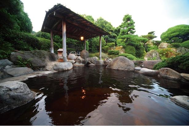 茶心の宿 和楽園 / 温泉に緑茶を浸した露天茶風呂