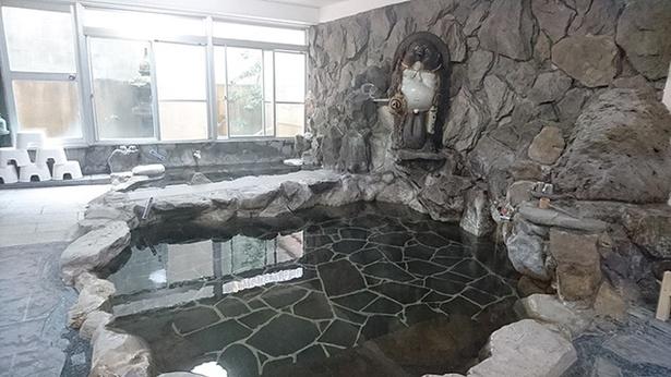 源泉の宿 嬉泉館 / 加水をせずに適温にした温泉は、ぬるぬる感がある
