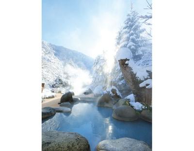 標高1250メートルの高地なので、3月末まで雪景色が見られる。4月中旬まで雪が降ることも!