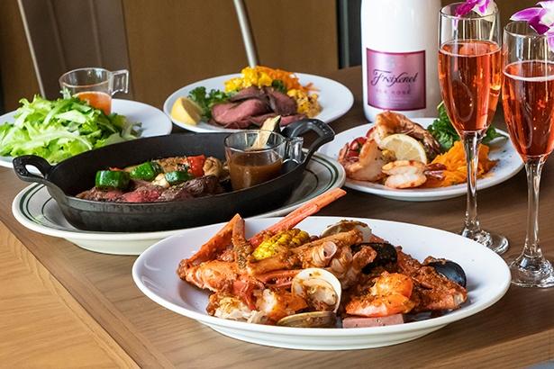 メインは、特製ソースが食欲をそそる手掴みシーフードコンボ、素材にこだわった赤身肉のステーキのどちらかを選べる