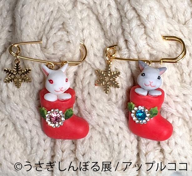 クリスマスシーズンにぴったり、うさぎのクリスマスブーツブローチ