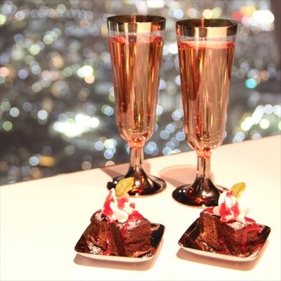 スパークリングワインとブラウニーのちょっとした組み合わせでクリスマス気分がより高まる