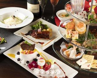 「Christmas Special Dinner Course」(1名1万098円。サービス料込)。写真の前菜のプラッター、X'masデザートは2人前