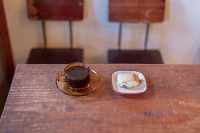 スペシャルブレンドNO.2(400円)とチョコスコーン(120円)。スコーンはコーヒーを卸している「ヒッポー製パン所」のもの