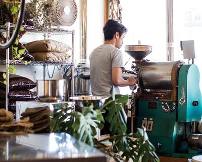スペシャルティコーヒーは半熱風式が向いていると教えられたが、あえて直火式を導入