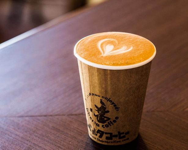 カフェラテ(300円)。コーヒーのビター感がしっかり主張し、飲み応えがある