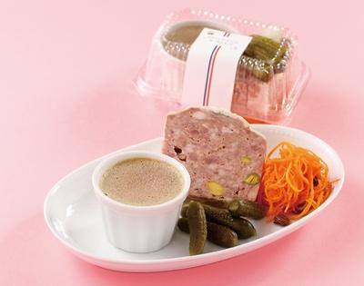 「ビストロ・ルボル」の「おつまみセット(鶏白レバームース、田舎風豚肉のパテ)」(1296円、単品は各756円)